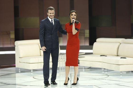 David y Victoria Beckham, en un programa de la Televisión Central de China, el pasado domingo.