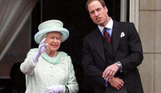 La reina Isabel, con su nieto Guillermo.