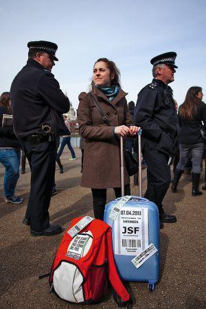 Una manifestante de la convocatoria 'No nos vamos, nos echan' celebrada en Londres.