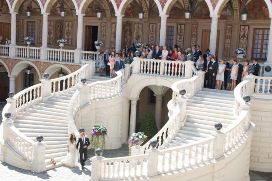 Andrea Casiraghi y Tatiana Santo Domingo, ante sus invitados durante la boda en el palacio monegasco.
