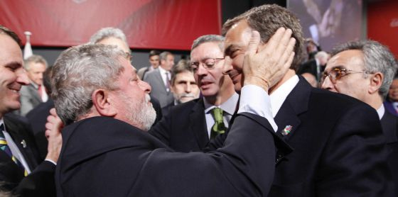 The former president of Brazil, Luiz Inácio Lula da Silva (l), consoles his opposite number in Spain, ex-Prime Minister José Luis Rodríguez Zapatero, after the bid for the 2016 Games went to the Latin American country in 2008.