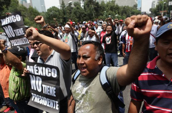 Teachers protest in Distrito Federal.