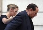 Berlusconi juega el as de corazones marcado