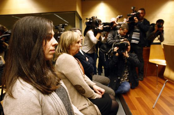 "Laia M. (l) appeared in a Girona court with her parents to answer charges of ""acoustic contamination"" filed by prosecutors."