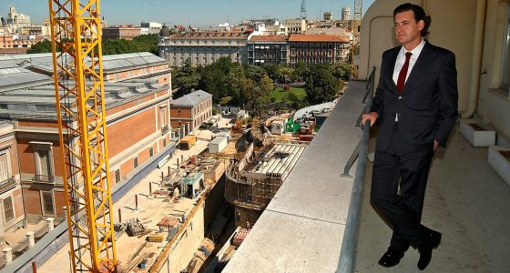 Miguel Zugaza contempla las obras de ampliación del Prado en 2003.