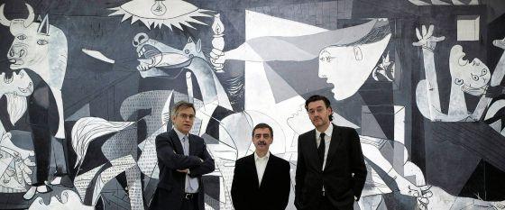 De izquierda a derecha, los directores de los museos Thyssen, Reina Sofía y el Prado (Guillermo Solana, Manuel Borja-Villel y Miguel Zugaza), ante el 'Guernica' en 2012.