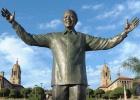 La escultura de Mandela esconde un conejo