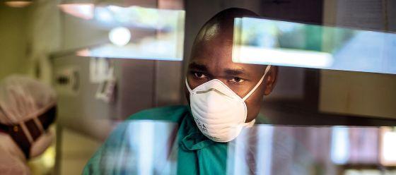 Además de la malaria, que es endémica en 100 países en todo el mundo, la tuberculosis campa a sus anchas por Mozambique; en Manhiça se estudia incluso su incidencia en menores de tres años.