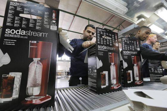 Trabajadores de la fácrica de Sodastream, ubicada en el asentamiento palestino de Maale Adumim.