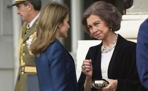 Princess Letizia (l) and Queen Sofía.
