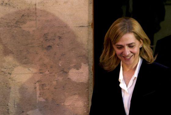 Infanta Cristina leaves the courthouse of Palma de Mallorca on Saturday.