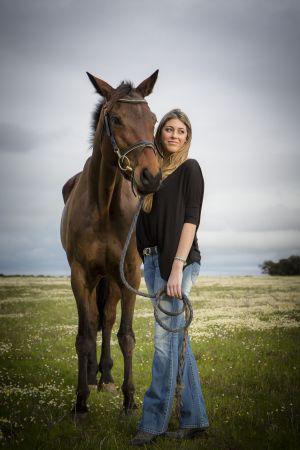 Raquel Muguiro en 2014 con su caballo en Badajoz.