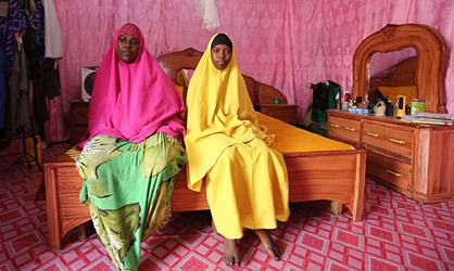Saciido Sheik y su hija Faadumo Subeer en Mogadicio (Somalia).