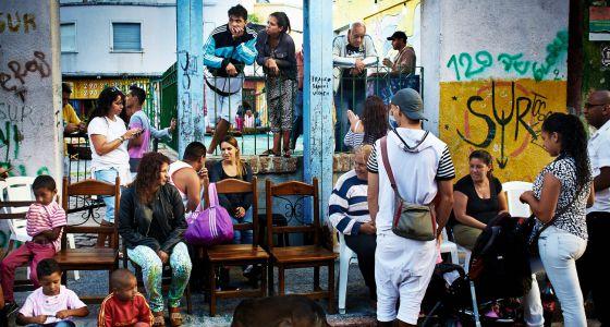 Ambiente en una calle de Montevideo.