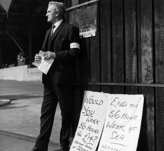 Un marinero de huelga en Londres para poner fin a la semana laboral de 56 horas. Eso era en mayo de 1966. Casi 50 años más tarde, el problema se ha universalizadorn