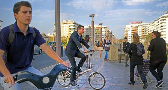 El cruce del puente de San Telmo en Sevilla.