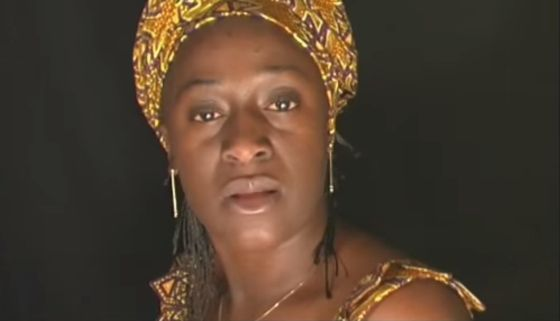 Caddy Adzuba, en un vídeo de la artista Ouka Leele.
