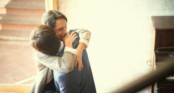 Mínimo, cuatro abrazos al día