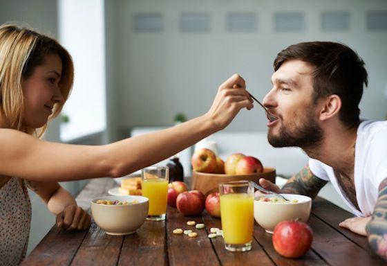 Desayunar fruta, estar con los suyos… o desayunar fruta con los suyos.