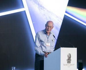 Robert Wison, ayer, durante su conferencia