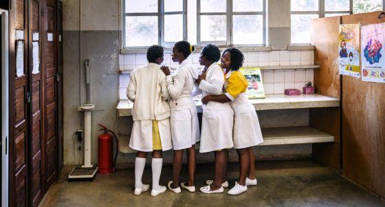 Enfermeras en el hospital de XaiXai, Mozambique