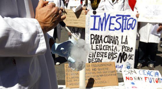 Protesta de jóvenes investigadores por los recortes, en 2013.