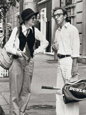 Diane Keaton junto a Woody Allen en 'Annie Hall', por la que recibió el Oscar.