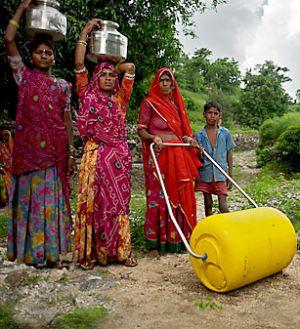 La rueda de agua permite transportar más litros y en mejores condiciones para la salud.