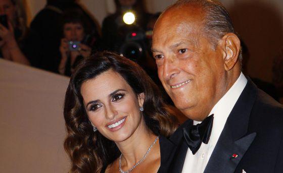 Penélope Cruz y Óscar de la Renta en una gala del MET en 2011