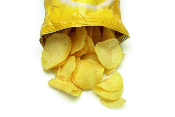 Lo que de verdad le dice una bolsa de patatas (y usted no quiere saber)