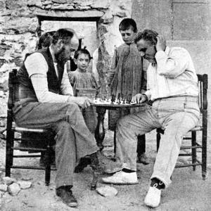 Cajal jugando al ajedrez con Federico Olóriz en Miraflores de la Sierra (verano de 1898).