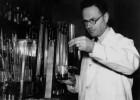 La ruina del Nobel que descubrió la doble hélice (y otros premiados)