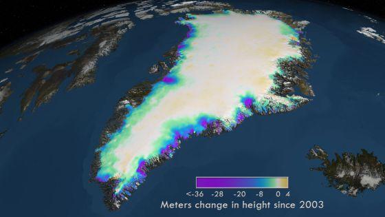 La mayor reducción de la altura de los glaciares (en morado) se ha producido en el sureste de la isla. NASA's Goddard Space Flight Center
