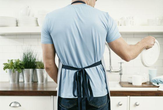 ¿Cómo es mejor lavar los platos: a mano o a máquina?