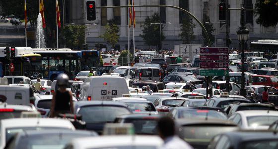 Atasco en la calle de Alcalá, en el centro de Madrid