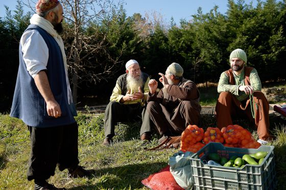 A group of Sufis chats as they sell vegetables in Villanueva de la Vera (Cáceres).