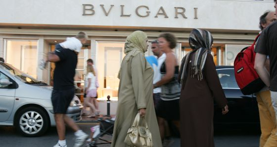 Unas mujeres árabes en las calles de Marbella.