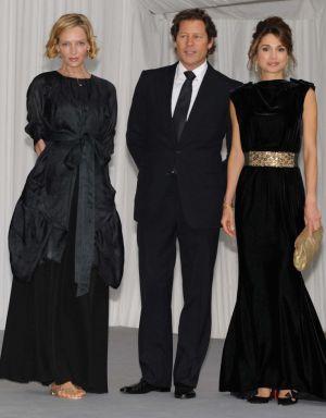 Uma Thurman y Arpad Busson, junto a la reina Rania de Jordania.