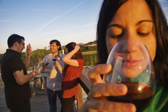 Algunos estudios han fijado en media copa la cantidad óptima de vino diaria.