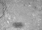 La nave 'Rosetta' fotografía su propia sombra sobre el cometa 67P