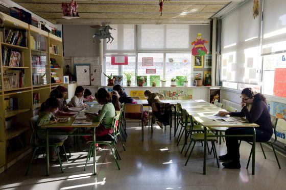 Alumnos en un centro de primaria en Barcelona