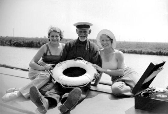 Sir Thomas Lipton, un escocés que llegó cuan alto le apeteció en la vida, en Norfolk en 1937