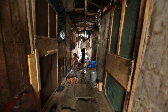 Una chabola en Orisumbare Ijora, en Lagos, Nigeria. Allí viven muchos de los desplazados de Badía East.