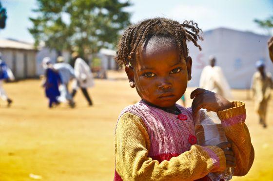Sus enemigos son la malaria y la malnutrición