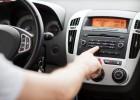 ¿Por qué bajamos el volumen de la radio cuando aparcamos?