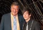 Stephen Fry suspende su luna de miel por ataques homófobos