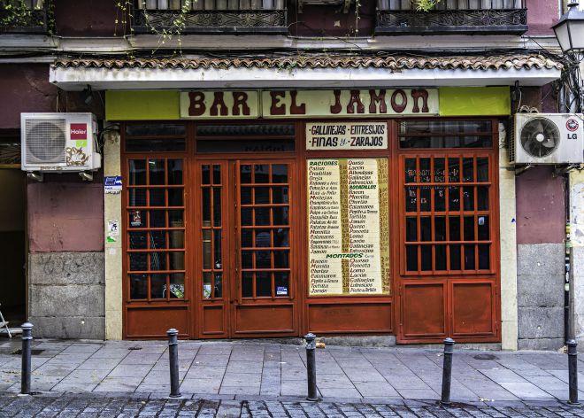 Rico, barato y cutre: bares madrileños 'de viejo' para comer hasta hartarse