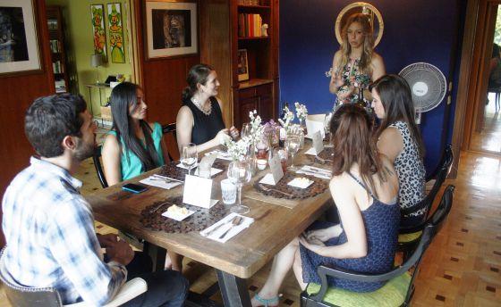 Emily Walker, de 31 años, explica cómo es su primer plato en una cena con Eatwith.