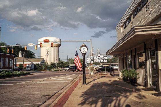 Una de las calles principales de Monroeville, la localidad sureña que inspiró 'Matar a un ruiseñor'.
