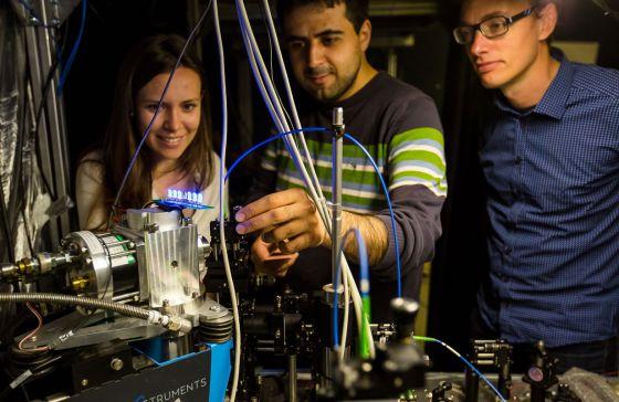 Parte del equipo del investigador Peter Lodahl (derecha), del Instituto Niels Bohr (Dinamarca), que ha recibido una Advanced Grant este año